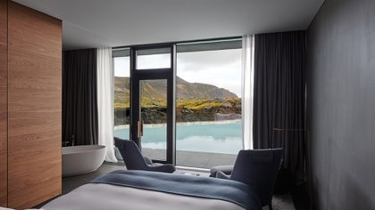 El estudio de arquitectura utilizó materiales como la lava y el musgo para fusionar el edificio a la perfección con el medio ambiente (Blue Lagoon)