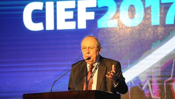 El economista Guillermo Calvo propone un acuerdo de precios y salarios al modo israelí