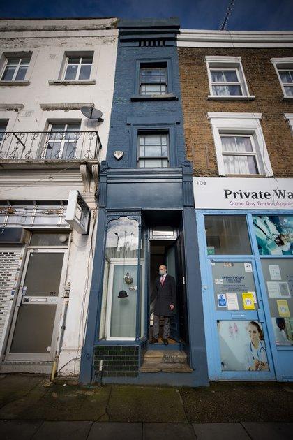 El precio de la casa es exagerado en relación con el costo promedio de una casa en el Reino Unido, que es de 256.000 libras (292.000 euros, USD 350.000), pero es, sin embargo, típico del mercado londinense