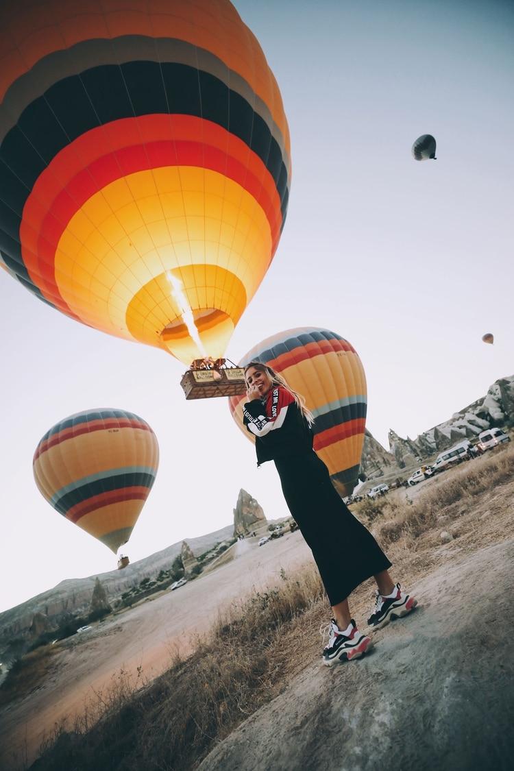 Tupi Saravia en Capadoccia junto a los globos aerostáticos, una actividad obligada si se visita