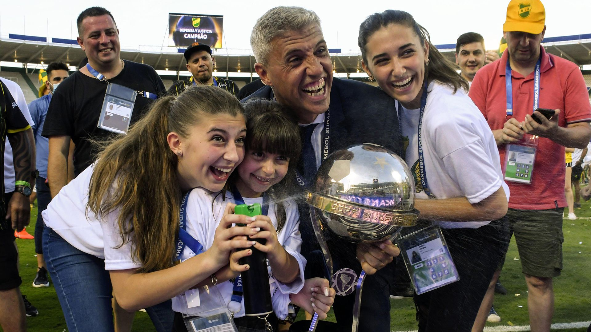 Hernan Crespo y sus hijas Defensa y Justicia Lanus