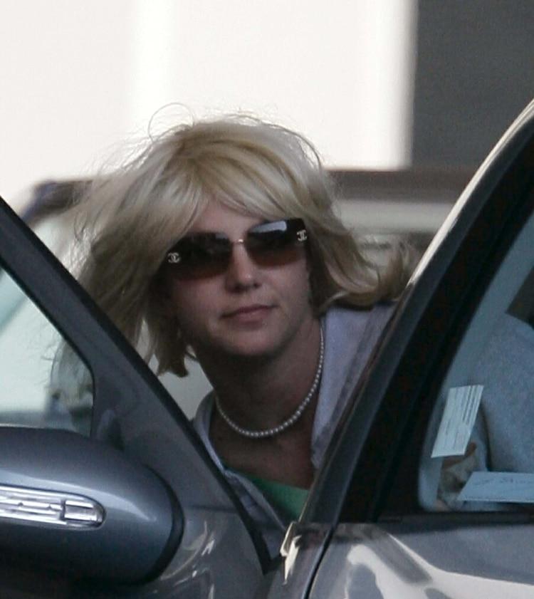 Britney Spears saliendo de rehabilitación el 21 de febrero de 2007 (Shutterstock)