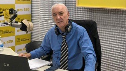 Mauro Viale en una de sus pasiones, la radio. Aquí en su programa de Rivadavia (Crédito: NA)