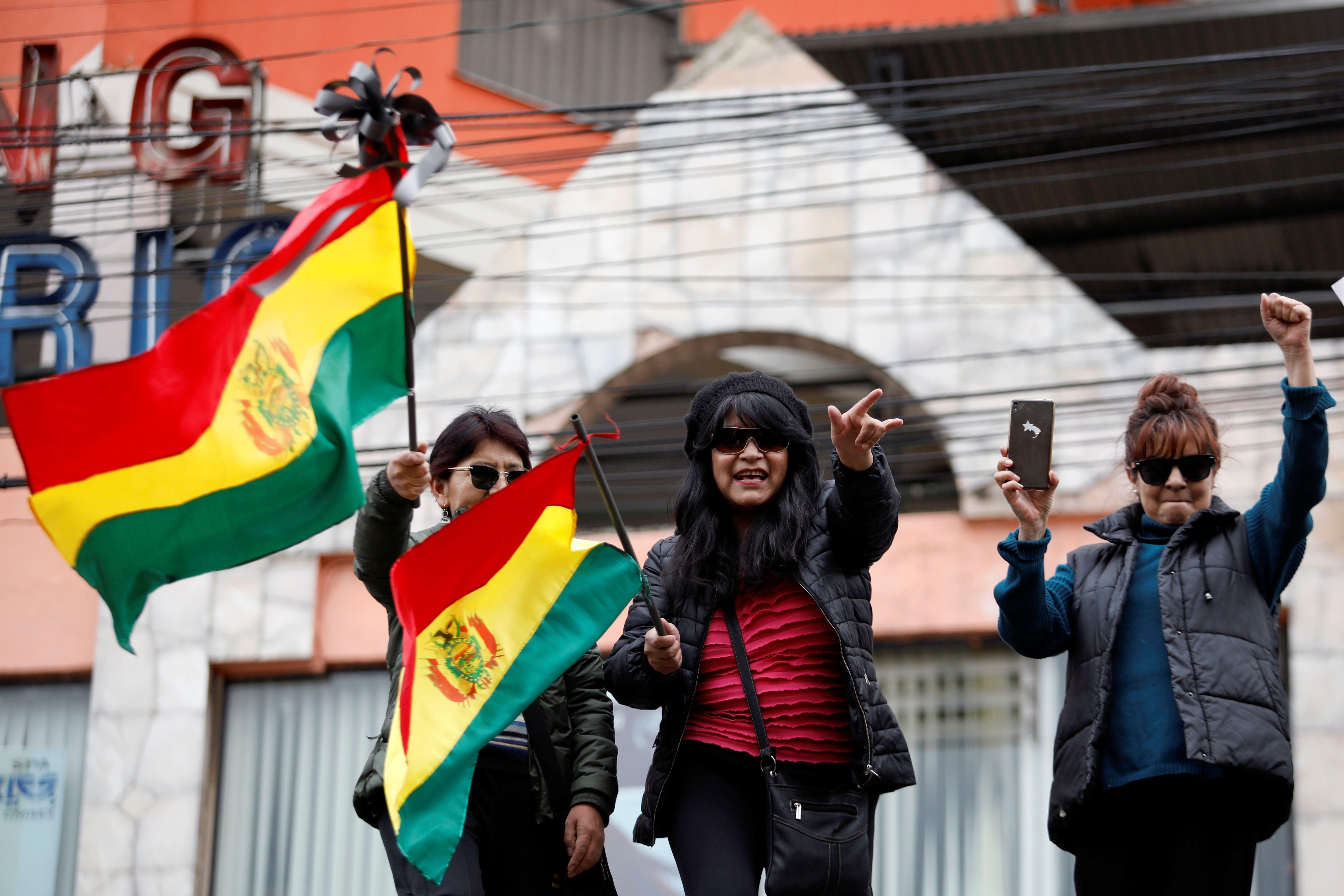 Un número indeterminado de policías se había amotinado con exigencias laborales y secundado la demanda de  dimisión de Morales