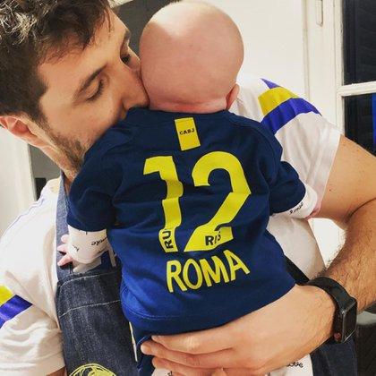 Roma Caldarelli es socia de Boca Juniors. Aquí con su padre, Andrés (Fotos: Instagram @dalmaradona)