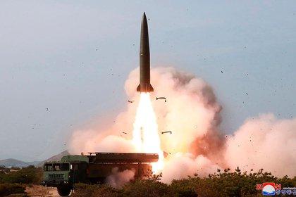 Lanzamiento de prueba de un misil balístico de mediano alcance de Corea del Norte (AP, Archivo)