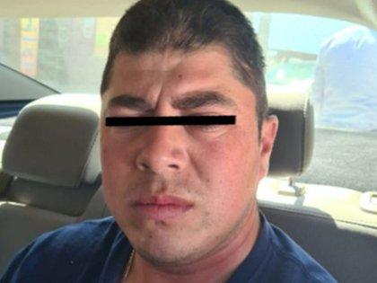 """El sujeto fue identificado como Herón """"N"""", de 30 años de edad, quien es investigado por el delito de homicidio calificado (Foto: FGJEM)"""
