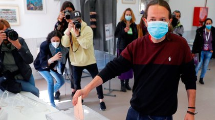 Pablo Iglesias votando en Madrid (EFE)