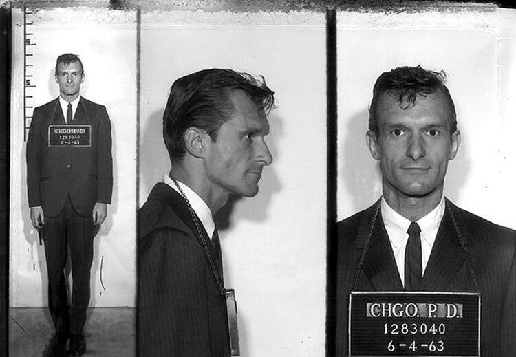 Lasautoridades locales lo arrestaron en Chicago por publicar fotos de la actriz Jayne Mansfield