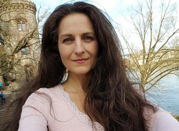 Nancy Holten vive en Suiza hace casi 35 años, pero no puede nacionalizarse porque sus vecinos votan en su contra: la vegana realiza campañas de defensa de los animales que los molestan