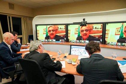 Alberto Fernández en videoconferencia con el gobernador Jalil