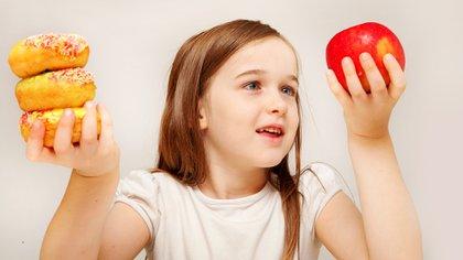 La obesidad infantil es una de las amenazas a la salud pública más importantes del siglo XXI, según la OMS (Shutterstock)