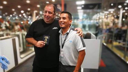 Un oficial de Migraciones le pidió una foto