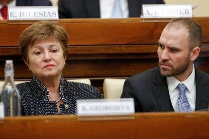 La directora gerente del FMI, Kristalina Georgieva, y el ministro de Economía de Argentina, Martin Guzmán, asisten a una conferencia organizada por el Vaticano sobre solidaridad económica