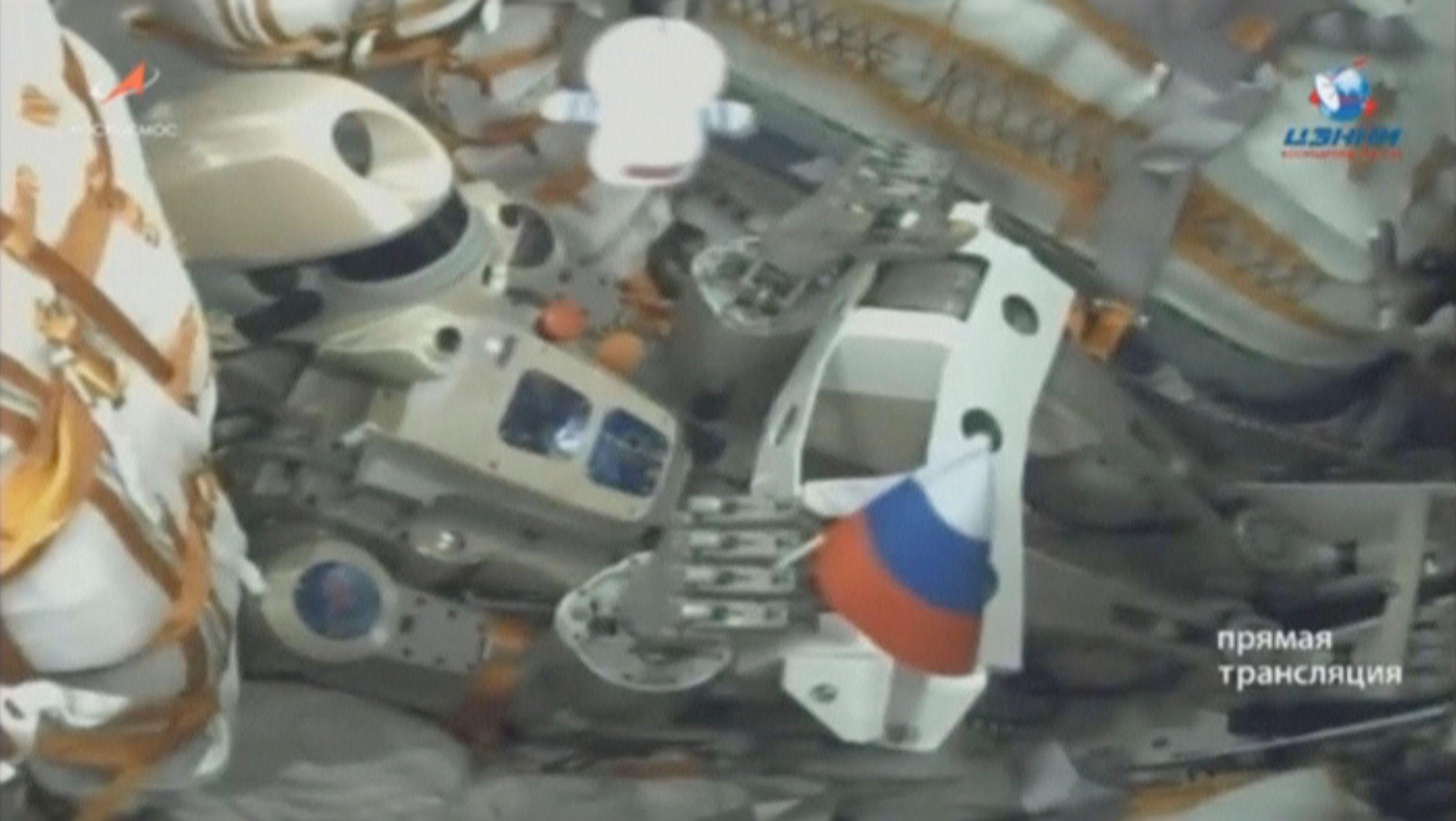 Una imagen de la agencia espacial rusa Roscosmos, muestra el robot Skybot F-850, también conocido como FEDOR, en el interior de la nave Soyuz MS-14 (Roscosmos via REUTERS)