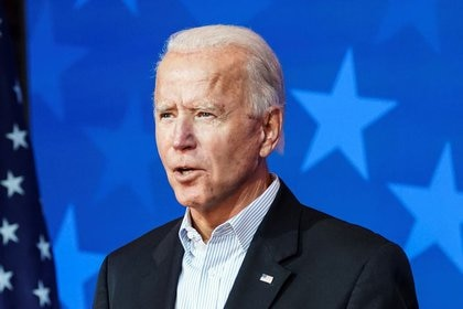 Democratic U.S. presidential nominee Joe Biden makes a statement on the 2020 U.S. presidential election results during a brief appearance before reporters in Wilmington, Delaware, U.S., November 5, 2020. REUTERS/Kevin Lamarque
