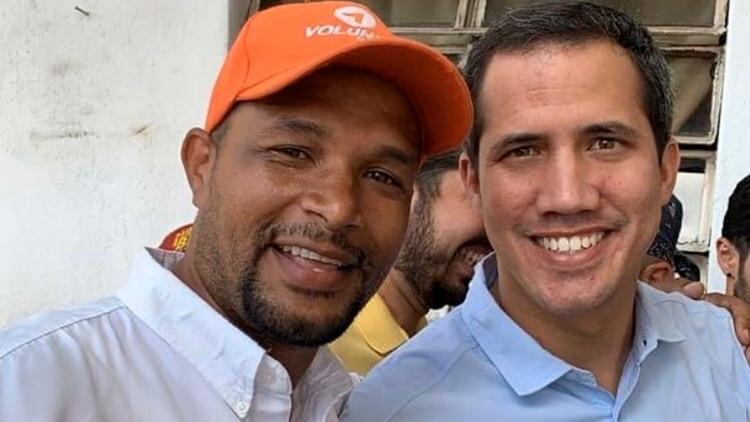 Edmundo Rada acompañó a Juan Guaidó en su recorrido por Petare el mes pasado