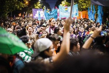 Más de diez cuadras acompañaron a las travestis en la primera acción pública y colectiva del Encuentro Nacional de Mujeres (María Paula Avila)