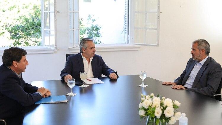 Alberto Fernández, Daniel Arroyo (ministro de Desarrollo Social) y el empresario Luis Pérez Companc, ayer en la quinta de Olivos