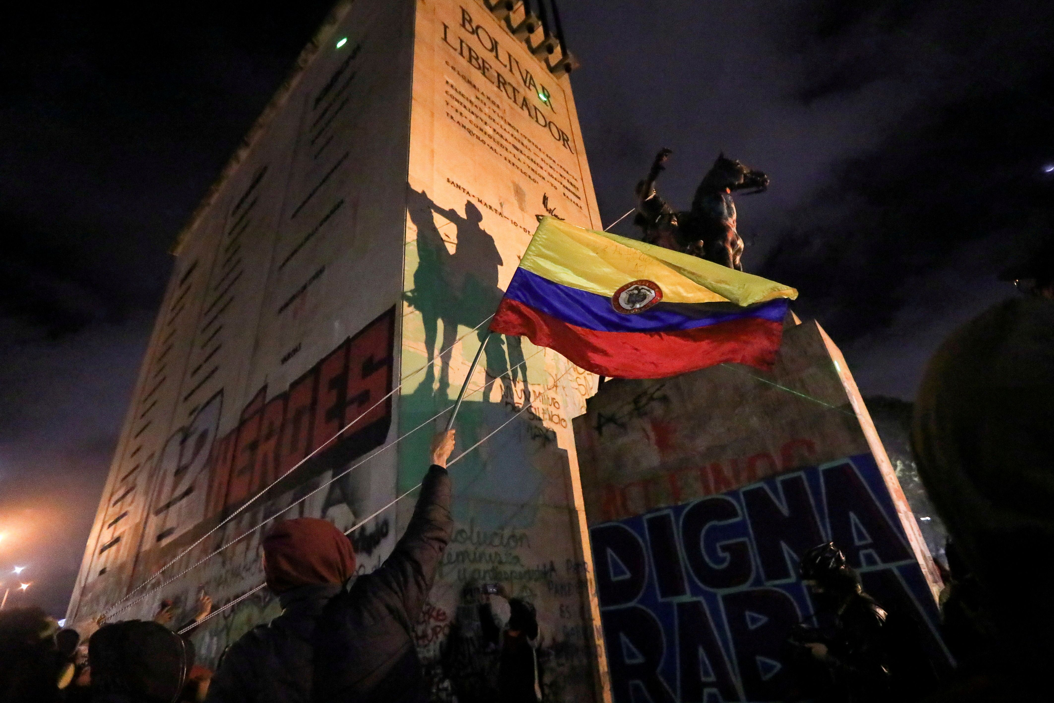 FILE PHOTO: People try to topple the statue of South American independence leader Simon Bolivar during a protest against sexual assault by the police and the excess of public force against peaceful protests, in Bogota, Colombia, May 15, 2021. REUTERS/Luisa Gonzalez/File Photo