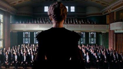 Rosamund Pike como Marie Curie (Foto: Netflix)