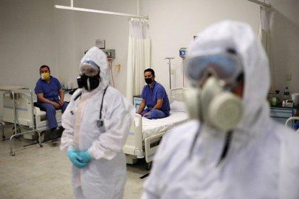 Por aumento de hospitalizaciones, 200 médicos cubanos llegarán a la CDMX como apoyo en la lucha contra el COVID-19 (Foto: REUTERS/Henry Romero)