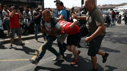 Los hinchas rusos mostraron su violencia en la última Eurocopa 2016 y planean repetirla en el Mundial 2018 (Getty Images)