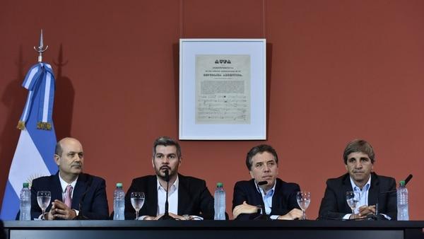 Marcos Peña, junto al equipo económico (Adrián Escándar)