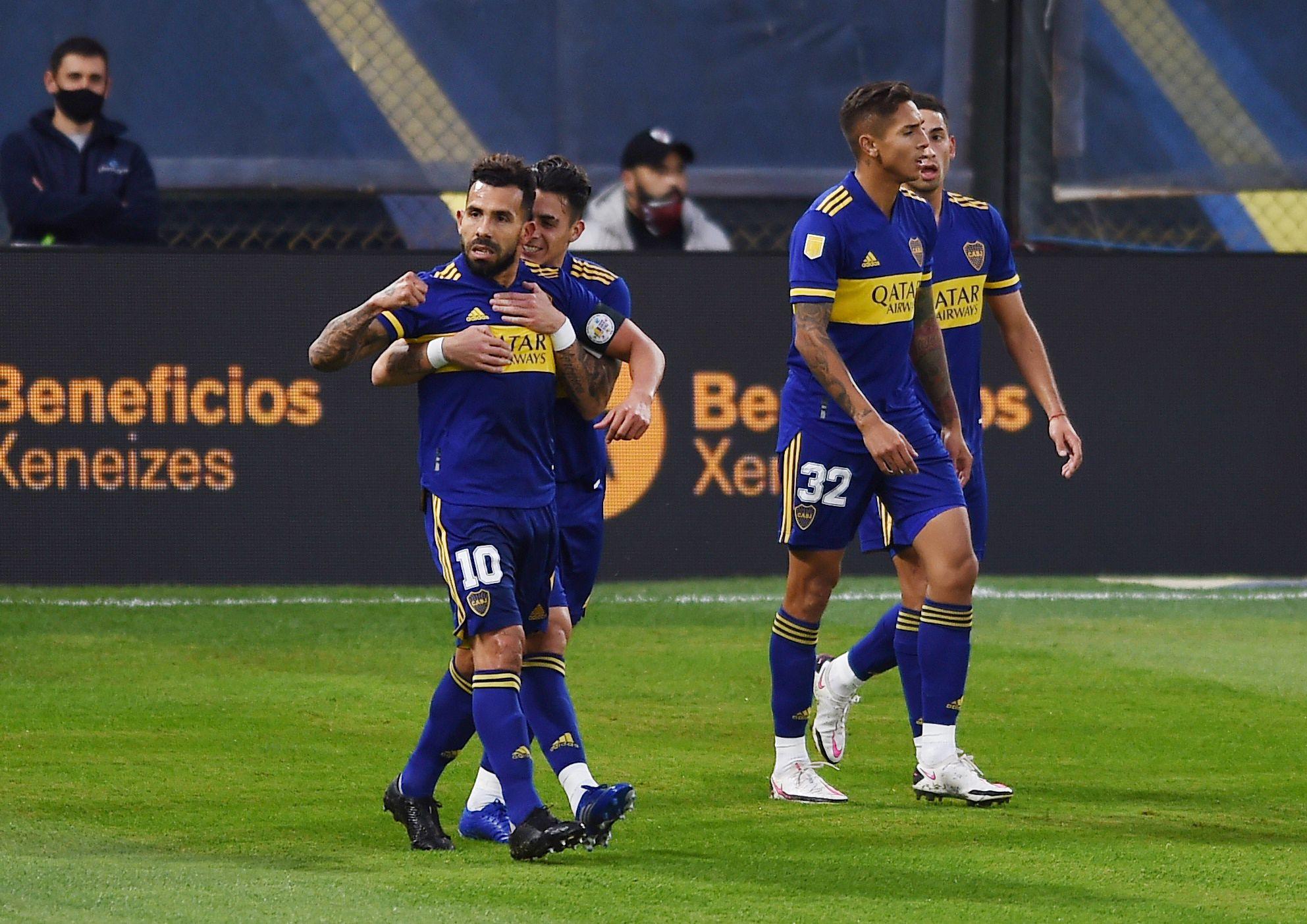 Carlos Tevez marcó el 1-0 para Boca (REUTERS/Marcelo Endelli)