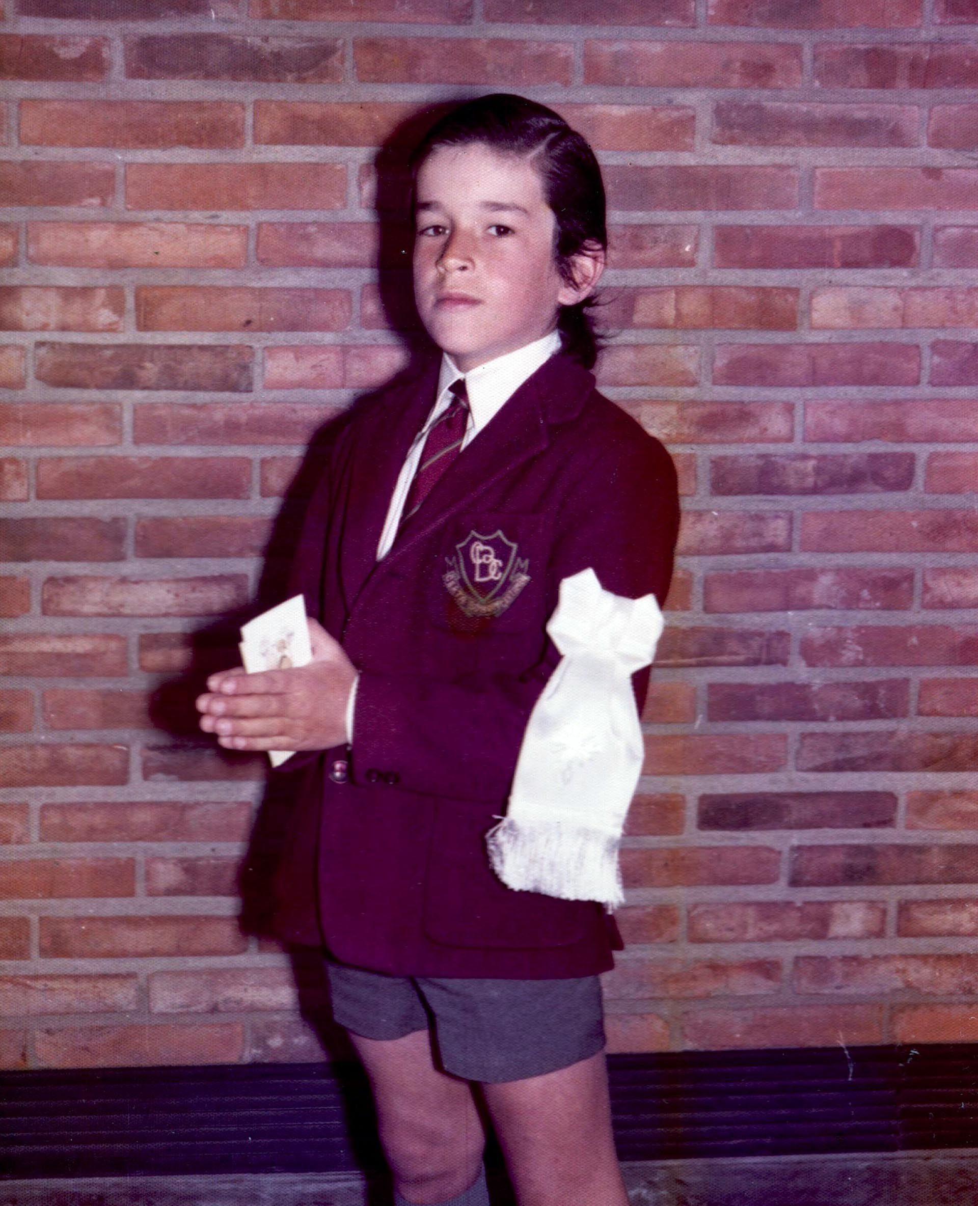 Rufino Varela, con el uniforme del colegio Cardenal Newman, durante su primera comunión