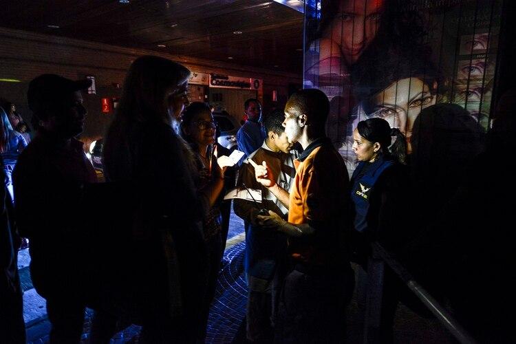 El apagón afectó a más de la mitad del país(Photo by Matias DELACROIX / AFP)