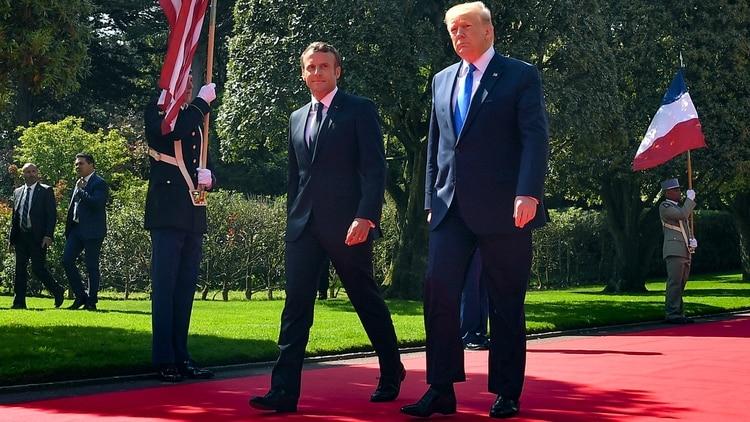 Emmanuel Macron junto a Donald Trump en Normandía