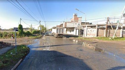 La esquina de Giachino y Soldano Brito en Ingeniero Budge donde los ladrones abandonaron al menor y fue rescatado por una señora (Google Maps)