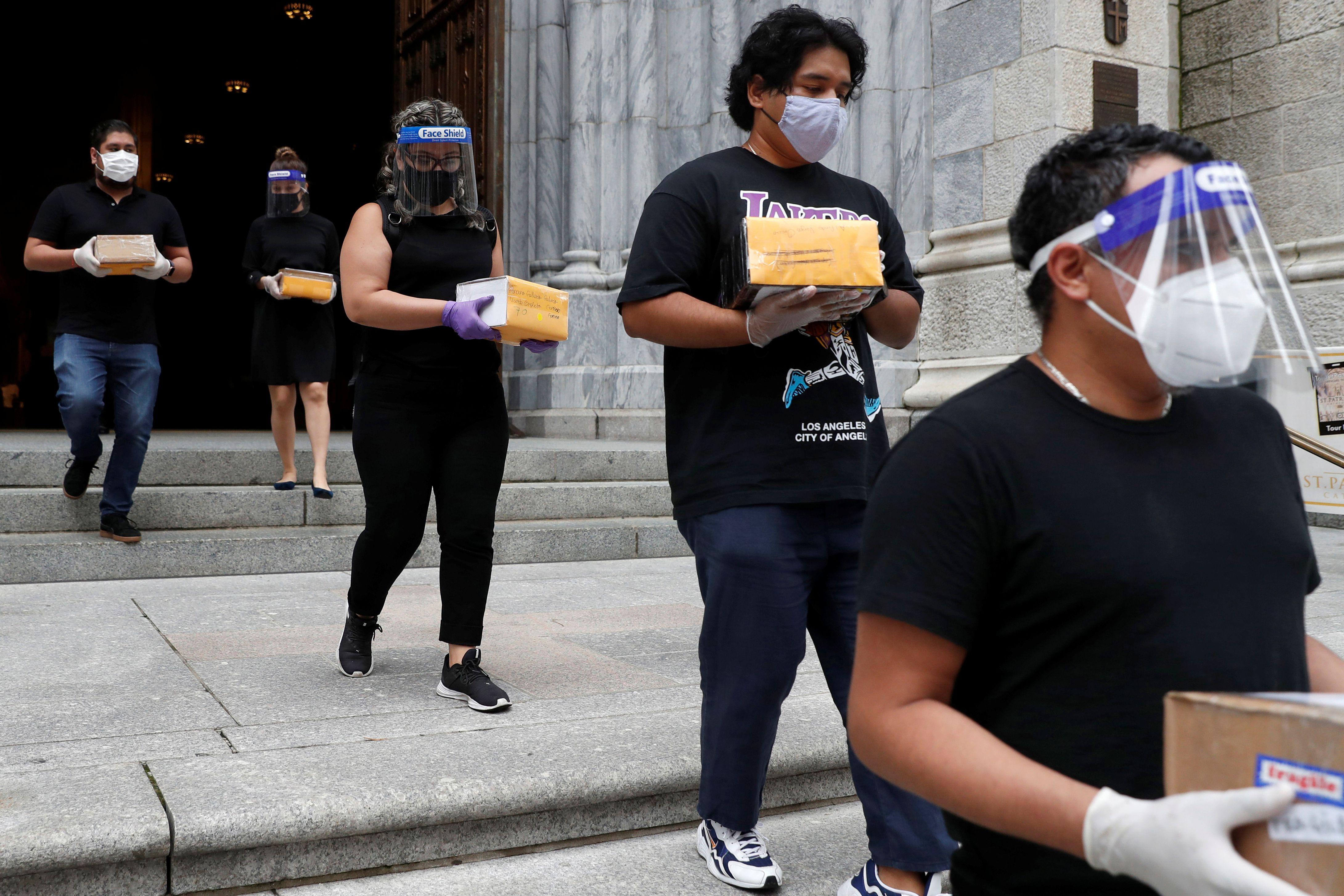 La misa fue celebrada antes de que los restos fueran trasladados a México en un avión de la Fuerza Armada en la que se supone es la repatriación más numerosa en la historia del país (Foto: REUTERS/Andrew Kelly)