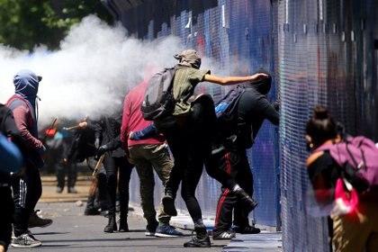 """Criticó que los medios de comunicación calificaran a lo participantes de estos actos """"anarquistas violentos"""" como manifestantes. (Foto: Reuters/Edgard Garrido)"""