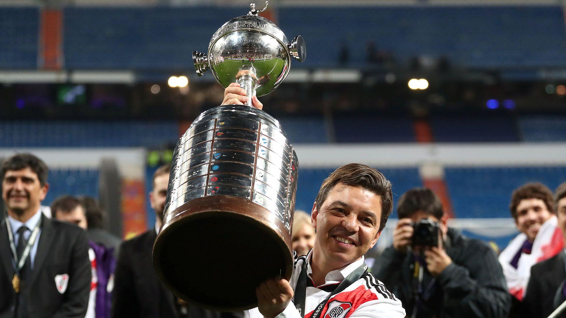 Gallardo celebra la obtención de la Copa Libertadores 2018 en Madrid. En aquella ocasión enfrentó a los dos futbolistas de Boca a los que hubiera cobijado en River (REUTERS/Sergio Perez)