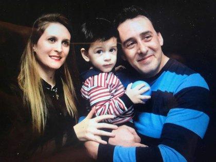 Con su pareja, Jennifer, y su pequeño Benicio (Foto: archivo Rodrigo Rodríguez)