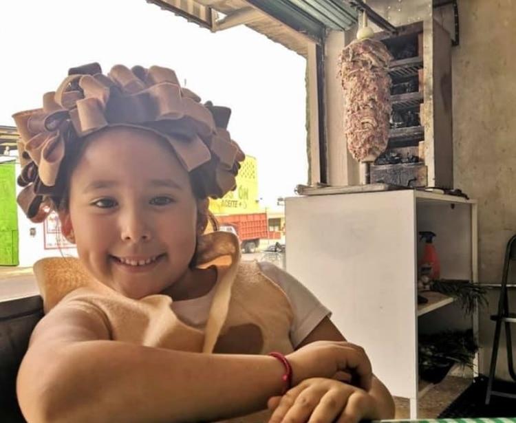 """De mayor, Pía quiere ser youtuber de repostería y enseñar a sus seguidores a cocinar pasteles (Foto: Facebook @Tacos""""ElCompa"""")"""