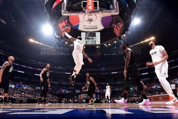 James salta para volcar (Crédito: AFP)