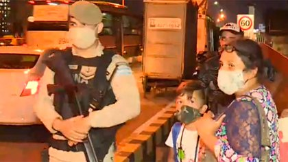 Prefectura bajó mujeres y niños de un colectivo en Puente Pueyrredón y la ministra Frederic tuvo que intervenir para que suspendan esos controles