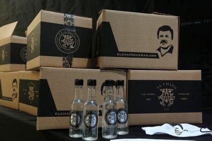 """Cajas de comida repartidas por la empresa """"El Chapo 701, perteneciente a Alejandrina Gisselle Guzmán, hija del Chapo, por la pandemia de COVID-19 (foto: Reuters/Fernando Carranza)"""