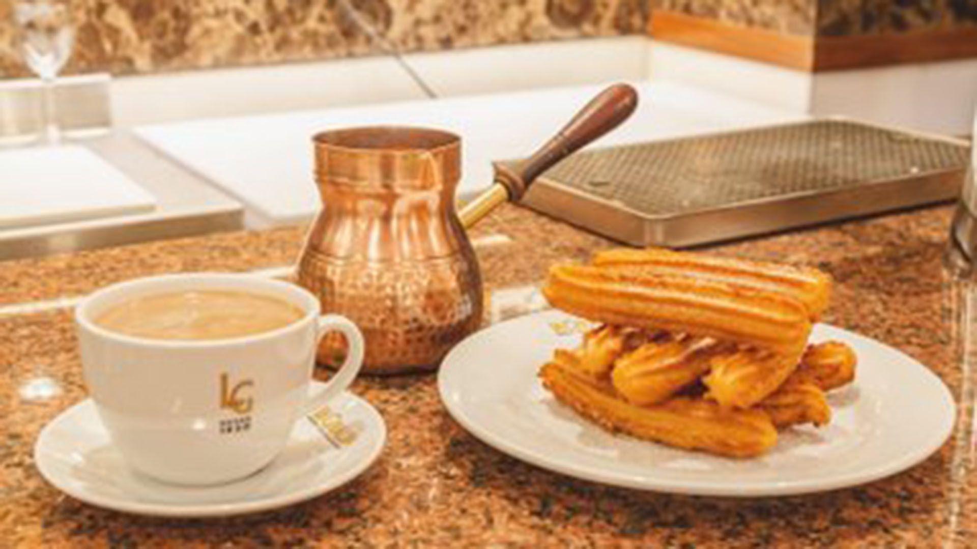 Reabrió La Giralda y volvió el placer de saborear los churros con chocolate  caliente más porteños - TotalNews Agency Argentina