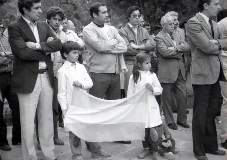Las familias enteras esperaron a los soldados que regresaban al continente luego de la guerra