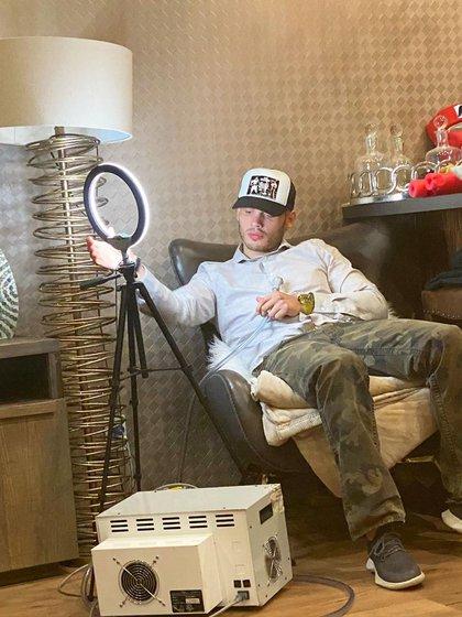 El hijo de la Leyenda de Boxeo en México es muy activo en sus redes sociales, lo que le ha traído varios problemas (Foto: Instagram/jcchavezjr)