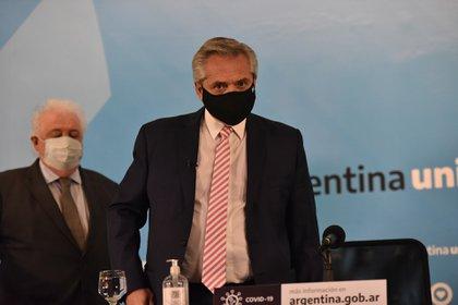 Alberto Fernández monitorea la negociación que protagoniza Ginés González García con las empresas chinas. (Franco Fafasuli)