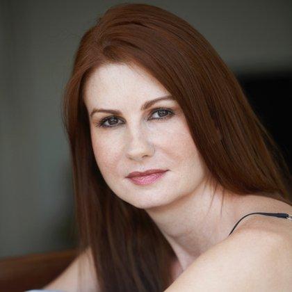 Michele Mahone, la presentadora y humorista que acusó a Patrick Swayze de acosarla sexualmente. En su momento habló y nadie le creyó
