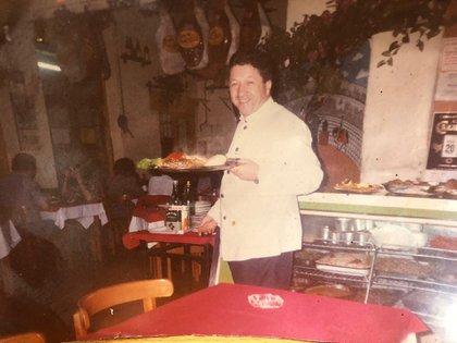 El bodegón Oviedo en sus inicios. El restaurante tuvo que cerrar sus puertas 30 años por la crisis que generó el coronavirus.