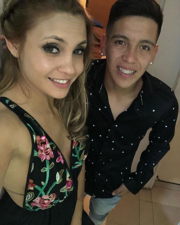 Ezequiel Barco junto a su novia.