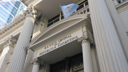 Vista general de la fachada del edificio del Banco Central de la República de Argentina en Buenos Aires (Argentina). EFE/Cristina Terceiro/Archivo