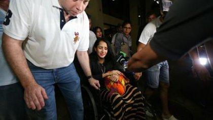 La azafata regresó junto con su madre y su hermano de Colombia